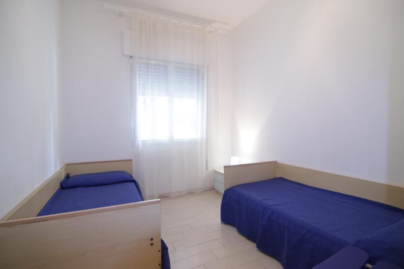 3th  bedroom with  2  or  3  single beds