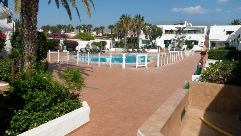 TENERIFE Cosy family app. Ground Floor view on swimming pool., alquiler de vacaciones en Costa del Silencio