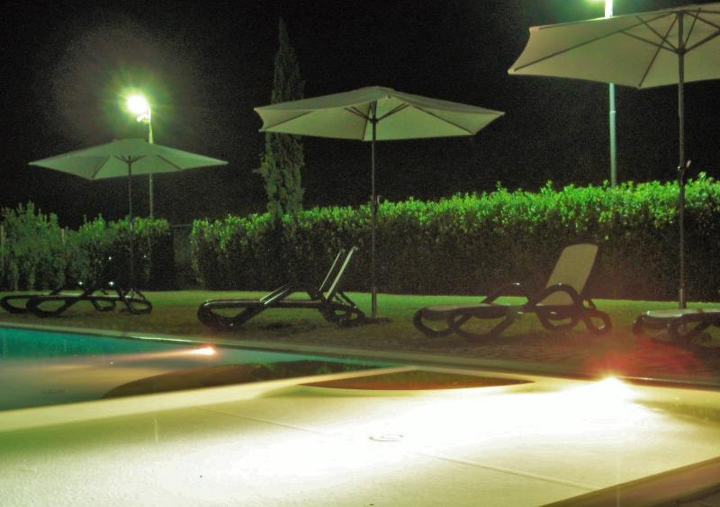 Piscina by night