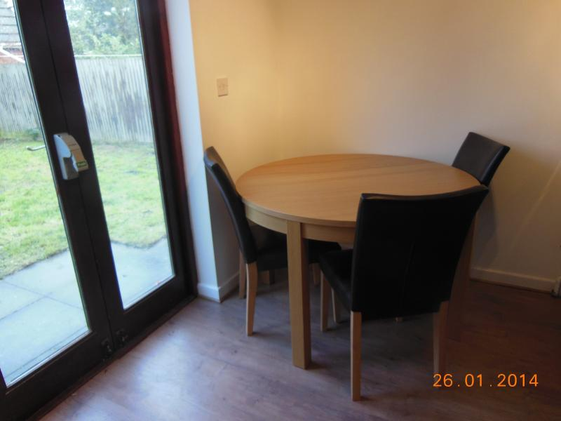 One double bedroom in shared house Minimum 2 month, holiday rental in Madingley