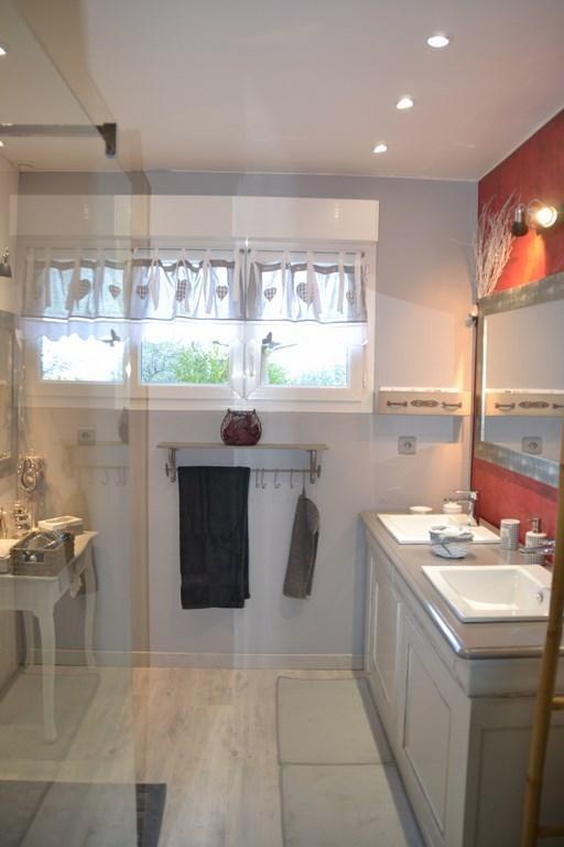 Salle de douche italienne + toilettes séparées