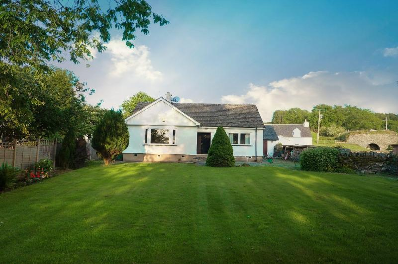 Tighnaheaglais Cottage, quiet away from it all location, enclosed garden., casa vacanza a Achnamara