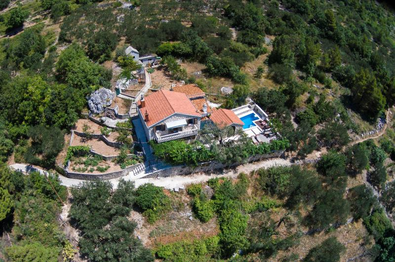 Villa Keti**** Makarska with heated Pool, alquiler vacacional en Makarska