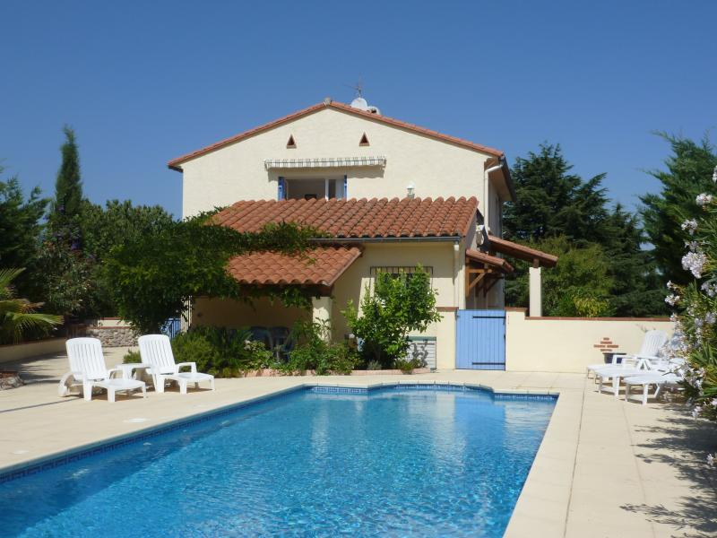 LOVELY VILLA WITH SECLUDED LARGE POOL, holiday rental in Montesquieu des Alberes