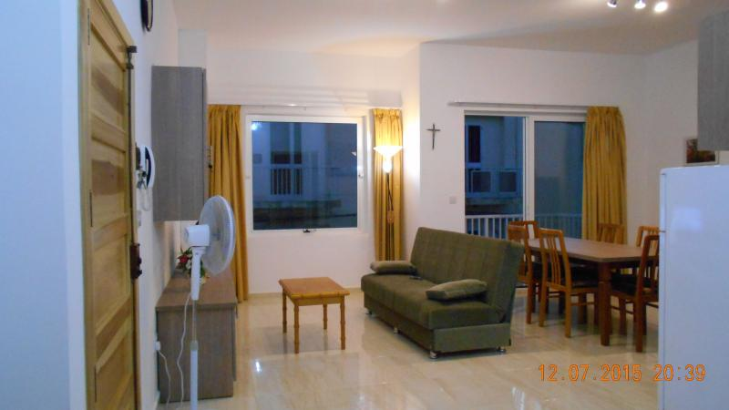 Spacious 2 bedroom. TV Wi-Fi, front balcony. Special rates in winter  for longer stays. Contact us.