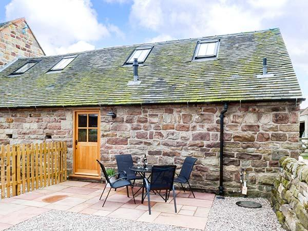 JACOB'S BARN, romantic, well-presented barn with underfloor heatina and WiFi, holiday rental in Farley
