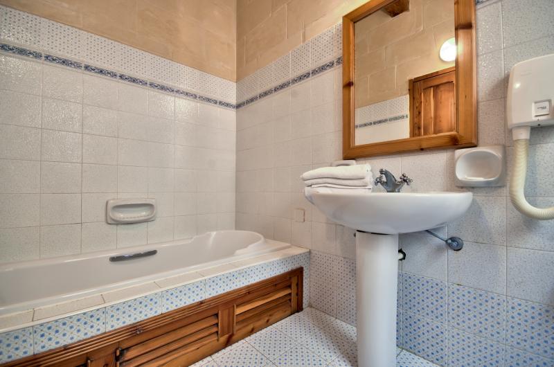 Bath room with Jacuzzi bath