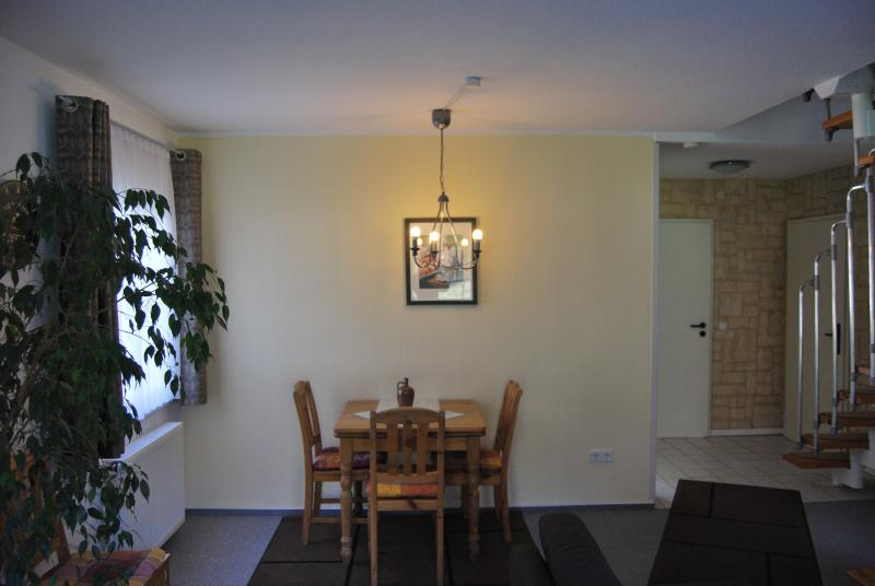 Dining area (table extendable)