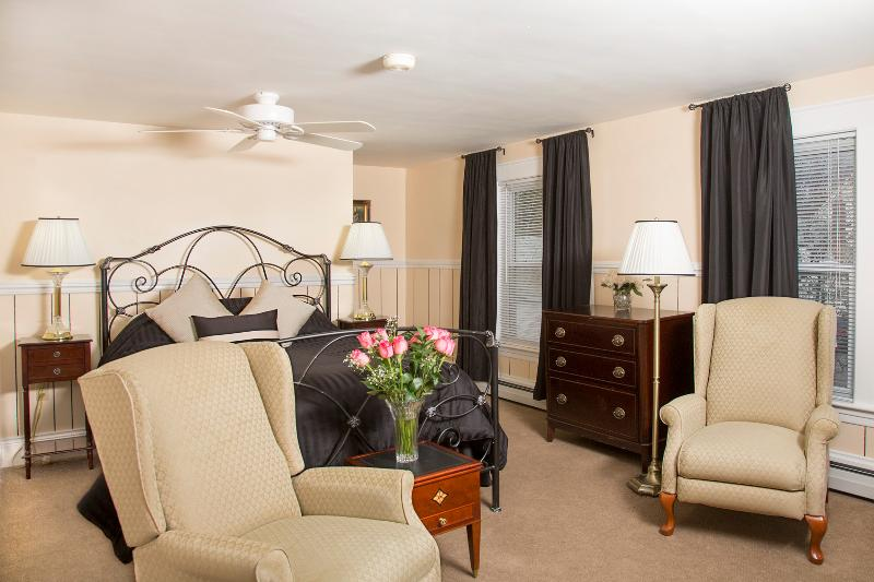 Glynn House Inn: Adams Deluxe Suite, vacation rental in New Hampton