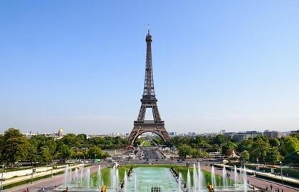 L'originale! La Tour Eiffel, à moins de 15 minutes en metro...