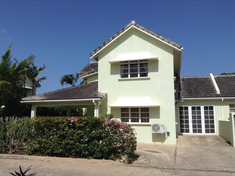 3 Bedroom Townhouse in Great Location, holiday rental in Enterprise
