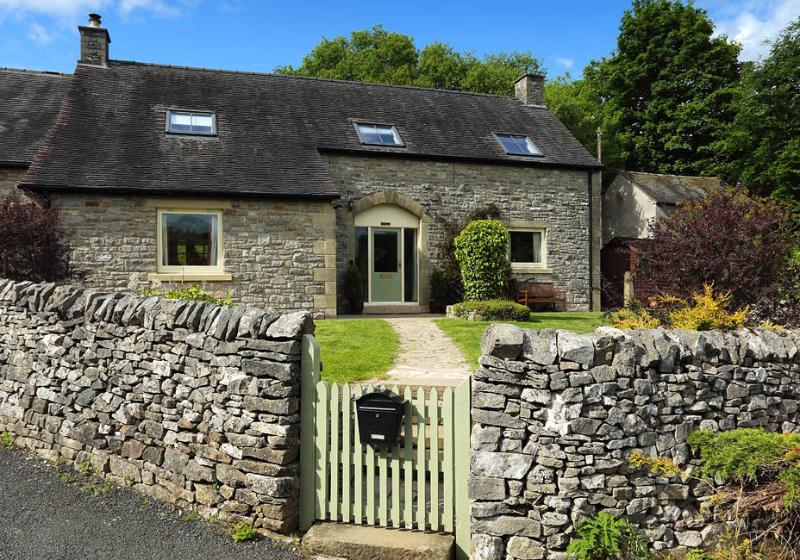 Valley View holiday cottage in Dovedale with stunning views, 6 bedrooms, 3 bathrooms