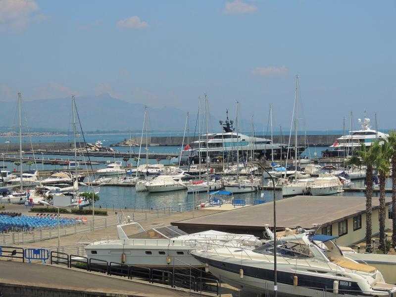 Double room in B&B Taormina Etna area, alquiler vacacional en Riposto