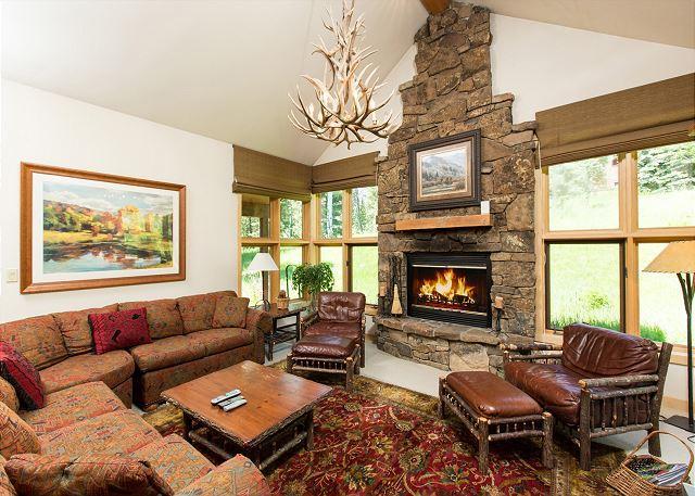 Ski in/Ski out~Teton Village condo~Sundance Pool included!, holiday rental in Jackson Hole