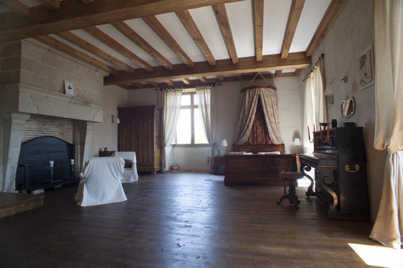 Logis de Riparfonds 'La Préstige', vacation rental in Bressuire