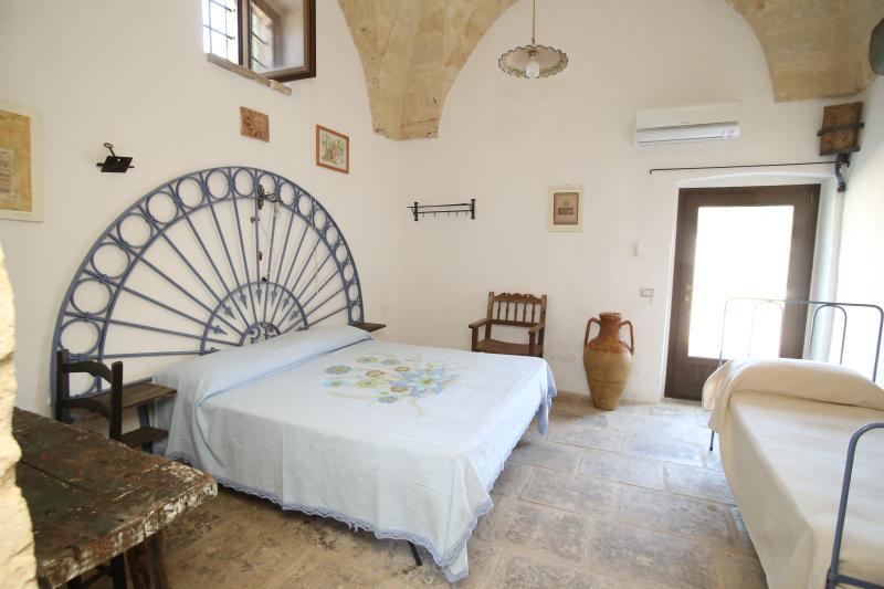 Court Zimmer 3 Betten (Doppelbett + Einzelbett)