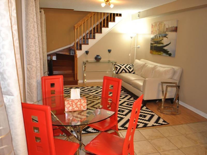 Beautiful 2 Bedroom Apartment, Ottawa, holiday rental in Ottawa