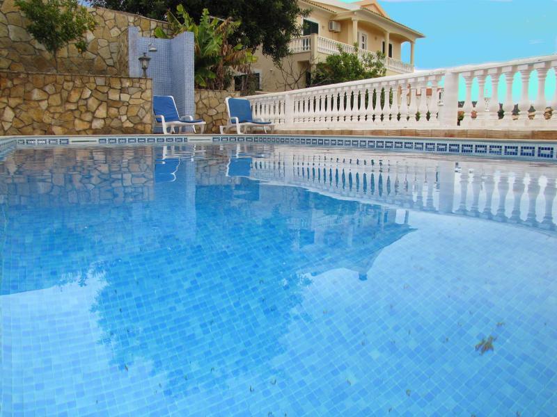 Villa Isabel with Swimming Pool, Sea and Countrysi, casa vacanza a Espargal