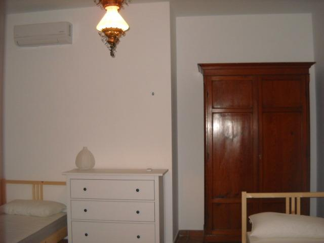 Second bedroom (with 2 single beds)