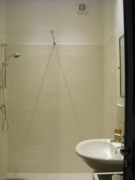 Second bathroom detail