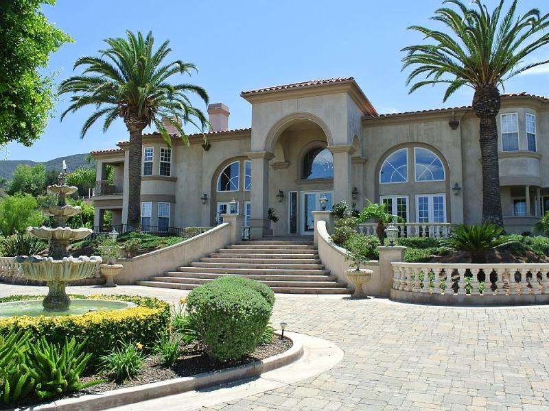 Majestic Celebrity Mansion in LA Area, holiday rental in Corona