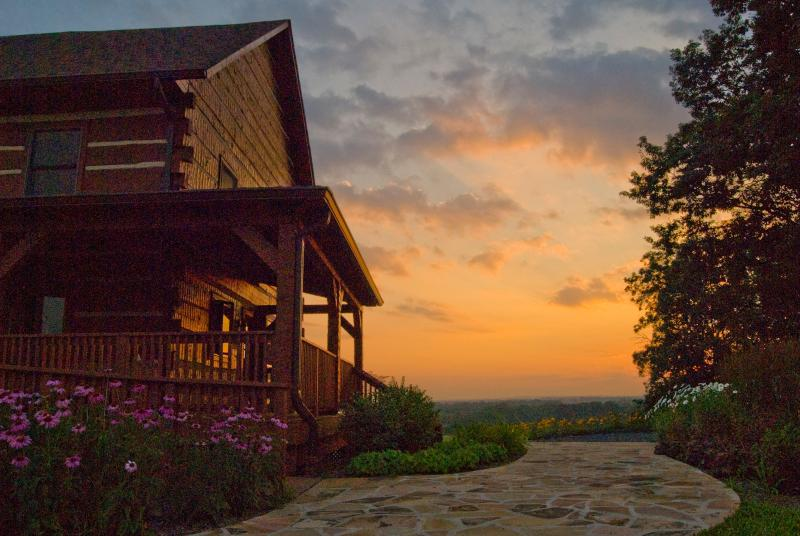 Mountain Lodge on 86 Acre Horse Estate, location de vacances à Ashburn
