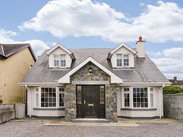 LOVERS' LODGE, detached, ground floor bedrooms, en-suite, parking, garden, in, vacation rental in Ballyragget