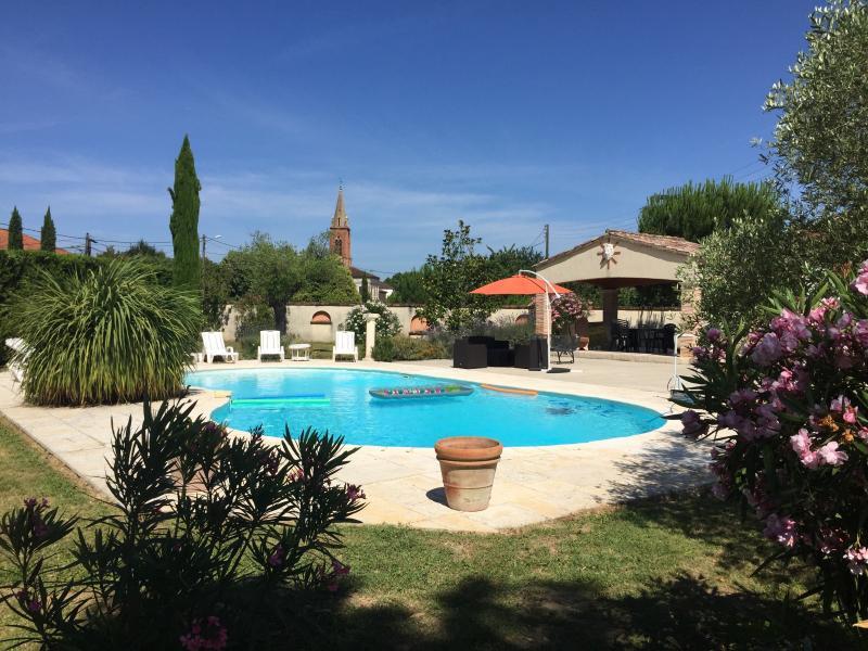 L'espace piscine (barbecue, pool house, salle de bain extérieure...)