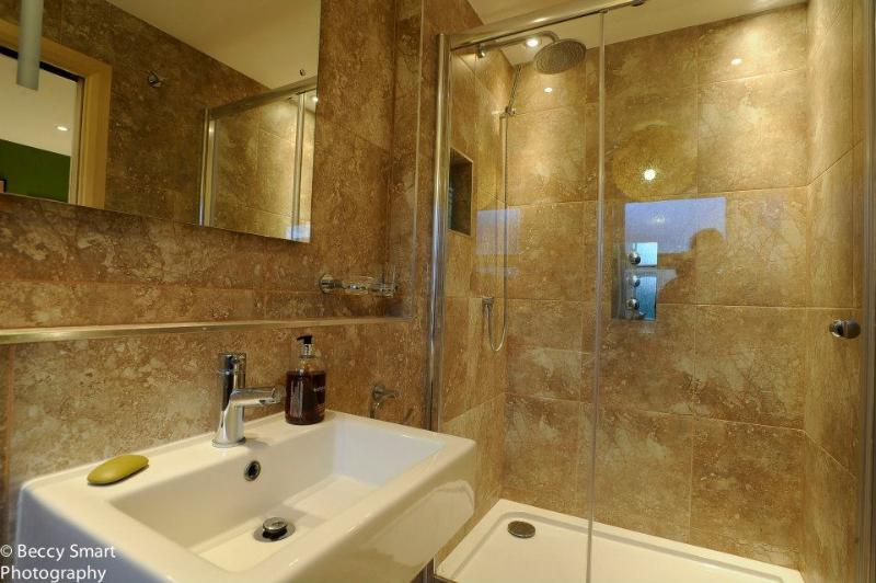 Ensuite bathroom of McQueen suite with floor to ceiling tiling