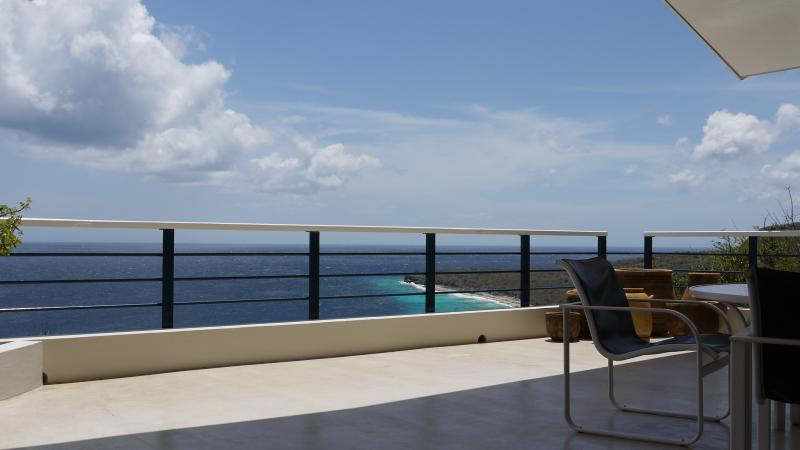 Met de gehele dag uitzicht op de caraïbische zee.