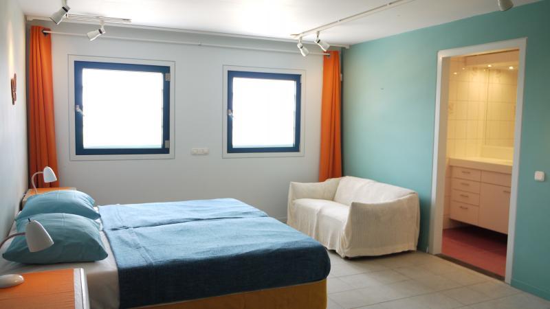 Dormitorio 3 y 4 disponen de vistas al mar y cuentan baño privado.