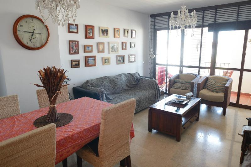 ⭐Great Location! Luxury 3 Bed Apt Benalmadena ⭐Lower Prices! ⭐ Parking ⭐Sleeps 5, location de vacances à Arroyo de la Miel