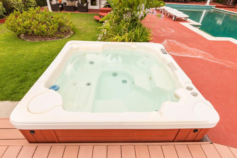 Hot tub (for 5 people)