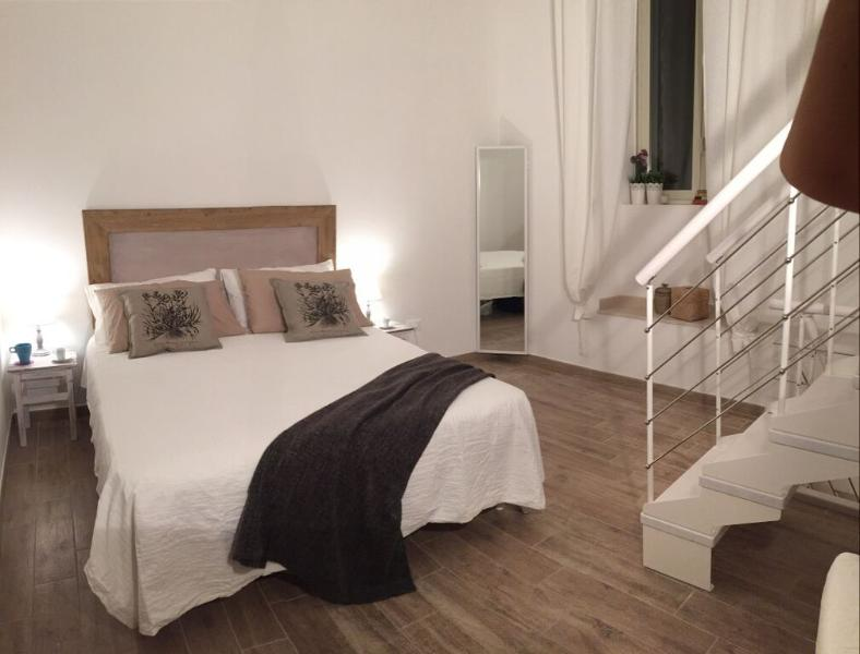 Little Tower-Indipendent Apartment-Enjoy Bari Apartments, Ferienwohnung in Bari