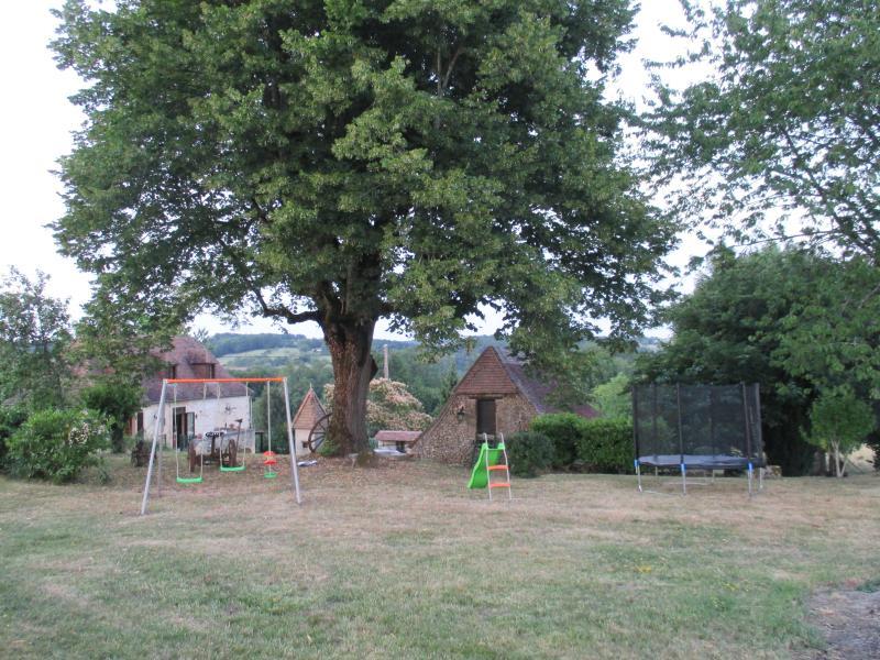Jeux enfants dans parc