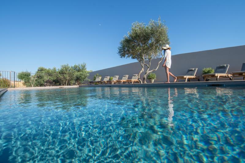VILLA MADRA location de charme avec piscine, location de vacances à Corse-du-Sud