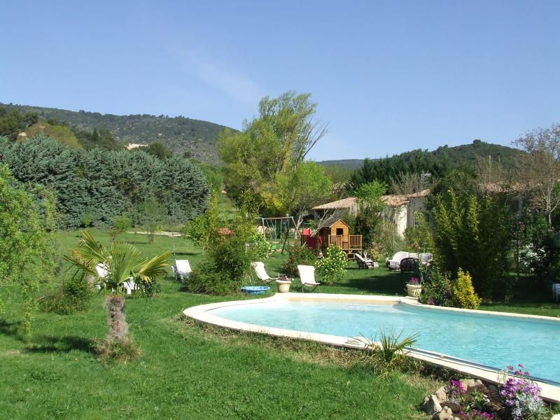 gitet4meubles in the countryside with swimming pool