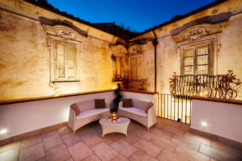 Appartamento con terrazzo Le case del Borgantico, vakantiewoning in Contursi Terme