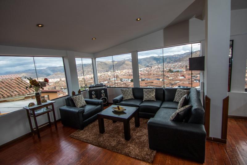 Best Panoramic View overlooking the Main Square, location de vacances à Région de Cuzco