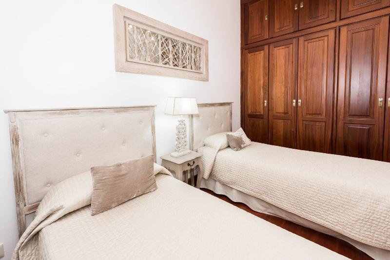 La seconda camera da letto doppia con letti singoli