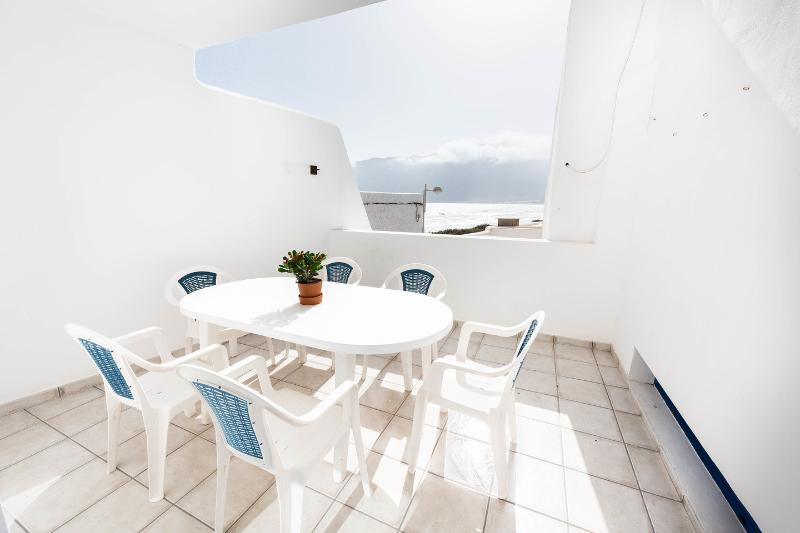 Apartamento Vista Famara4 WIFI FREE, vacation rental in Los Valles