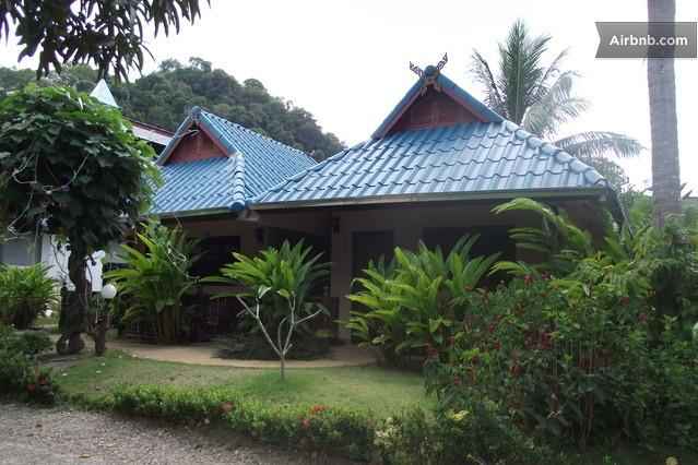 Private Air-Conditioning, King Bed With Breakfast, holiday rental in Railay Beach