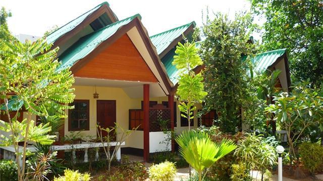 Air-Conditioning Room with One King Bed, Room Only, vacation rental in Railay Beach