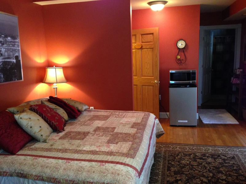 Red Room (Private suite), vacation rental in Mount Pleasant