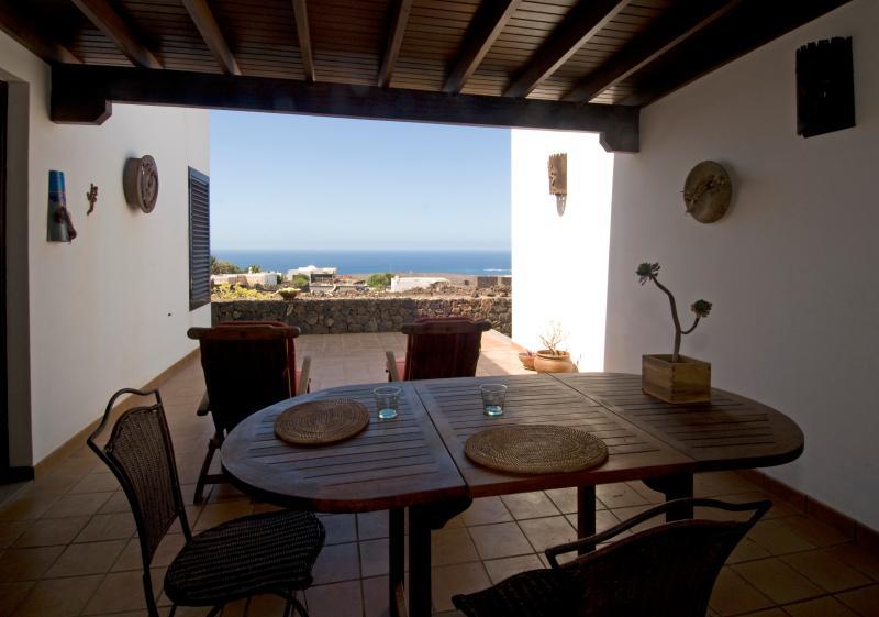 Villa Atlántida Lanzarote con vistas al mar, location de vacances à Yaiza