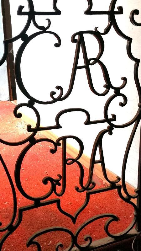 Gratiarum Carthusia (Certosa delle Grazie) Ringhiera con il simbolo Certosino