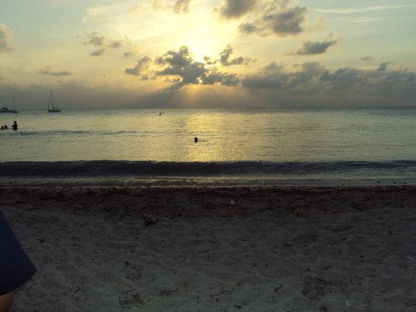 Plage du Playa Santa au coucher du soleil.