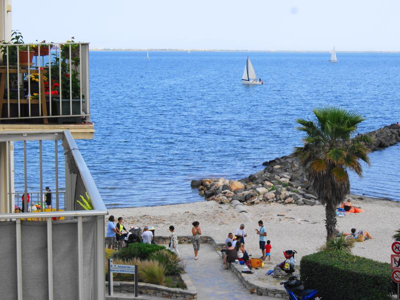View from the balcony of the apartment (beach of the Etang de Thau)