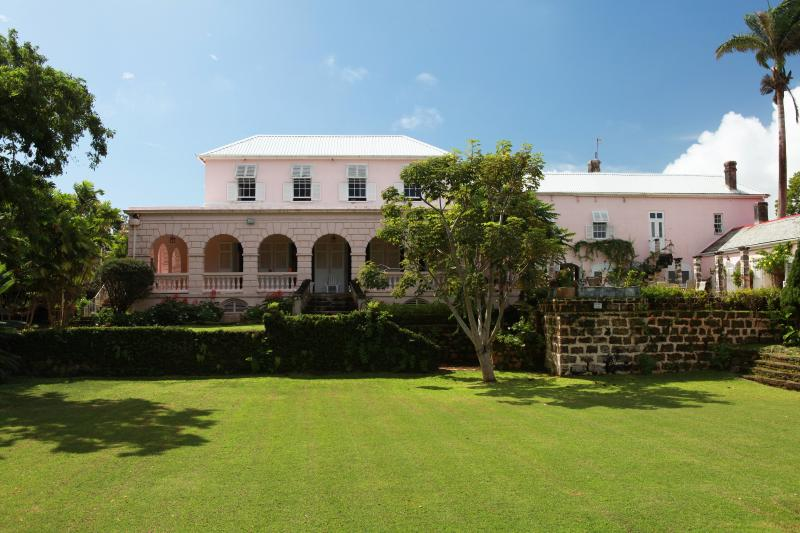 CLIFTON HALL GREAT HOUSE, aluguéis de temporada em Guinea
