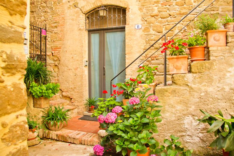 Cosy medieval flat 20m from square, vacation rental in Bettona